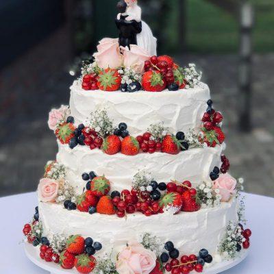 Bruidstaart - bloemen en vruchten
